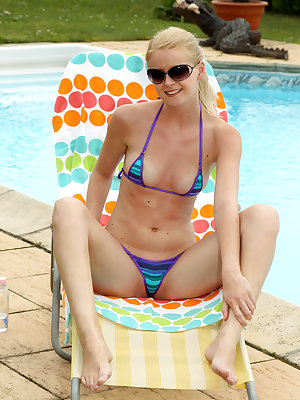 Samantha Heat lubes up poolside for lolli pop play before gaping wide with spreaders