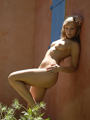 Tania G bares her tight body as she poses under the sun.