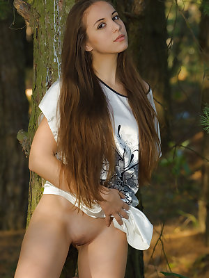 New model Ines A bares her gorgeous physique outdoors.