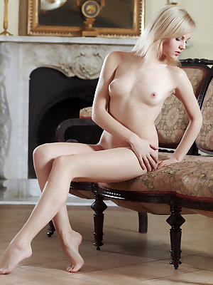 With her smooth and fair skin, pretty blonde hair and sparkling blue eyes, Jelka's alluring beaty stands out, especially when she poses confidently in front of the camera with a pearly white smile on her beautiful face.