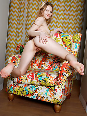 Kate Chase displays her smoking hot body as she poses on the chair.
