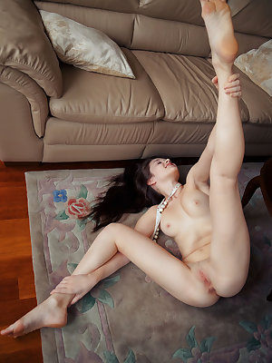 Serena Wood displays her delectable body and yummy pussy on the carpet floor.