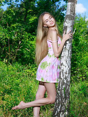 Honey Liz shows off her petite body and pink pussy in the forest.
