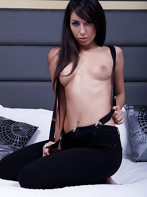 Black-haired beayty Kleo A masturbating on top of the bed