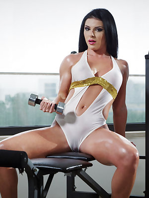 Inna Innaki flaunts her oiled body as she masturbates in the gym.