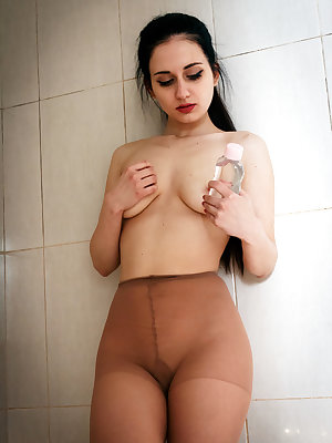Eva Kahil pours oil on her lusty body and plays her pussy with a candle.