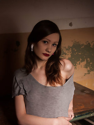 Confident Anna B blessed with a pretty face, gorgeous body, and playful appeal