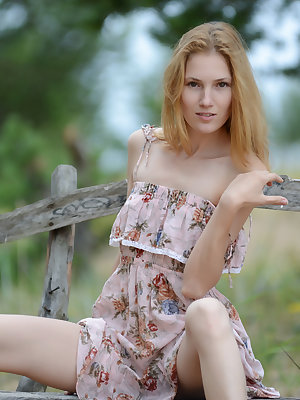 Gorgeous teen chick undressing and demonstrating her juicy slim naked body on a park bench.