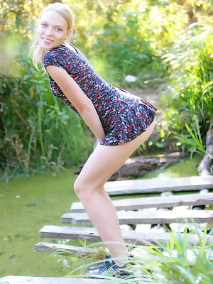 Pretty girl loves the idea of coming here and letting herself get undressed to feel the wind with her sweet parts.