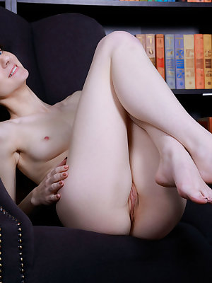 A horny babe like cannot be held back whenever she is working on showing off that incredible pussy to the guys.