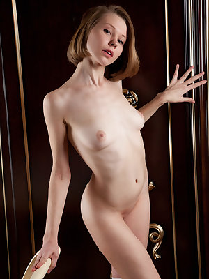 This delicious babe has some incredible fun in her mansion, where she freely embraces all of her flawless curves.