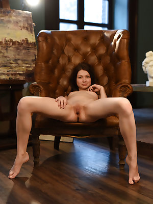 This lovely brunette skips her daily routine to get that booty down on her chair and show you some quality pussy.