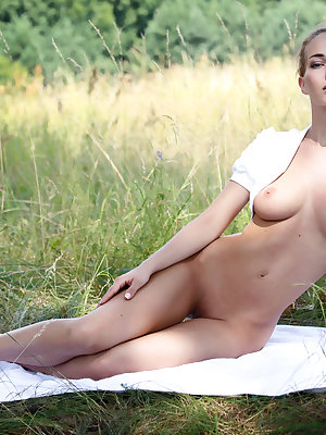 Once every one have to try out posing in wild. Super slim cutie flashes her great looking fresh body in natural environment.