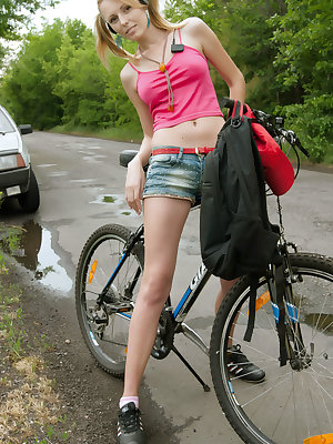 There are no excuses when we see a beautiful babe giving pleasure for herself while riding a bike. We all know how the story ends.