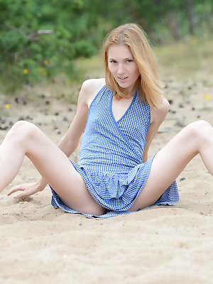 This skinny teen beauty drops her tight booty in the sand and does some amazing poses to show her stunning sexiness.