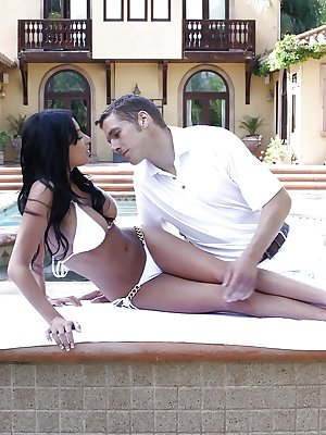 Stunning outdoor anal banging with alluring Latina Anissa Kate