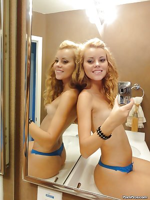 Hot babe Jessie Rogers slipping off her clothes and picturing herself