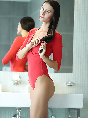 Amateur model shows off her thin body while taking a shower