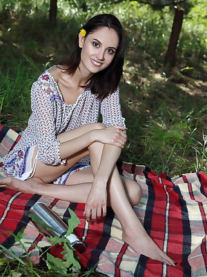 Dark haired Euro slut Sade Mare fingers her shaved coochie at the picnic