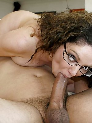 Nerdy MILF Kiki Daire ends up with jizz on her big ass after a hard fuck