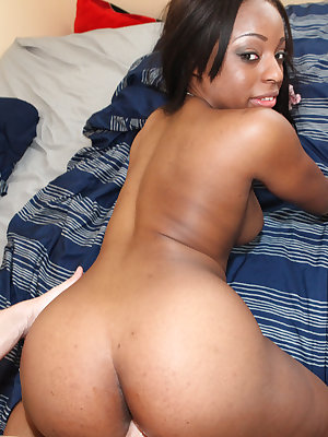 Naked black girl Oceana gets a load of jizz blown on her sexy butt