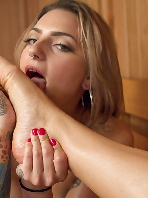 Lesbians Missy Minks and Emma Haize enjoy licking and toeing in sauna
