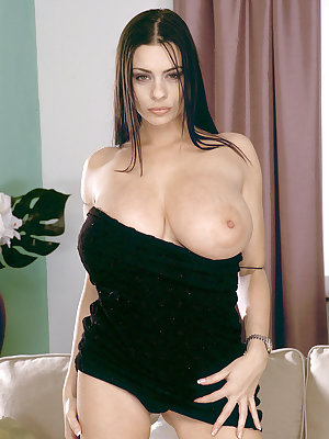 Fascinating busty MILF Linsey Dawn McKenzie gets her pussy stuffed with a toy