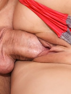 Petite brunette amateur gets fucked and jizzed over her shaved cooter
