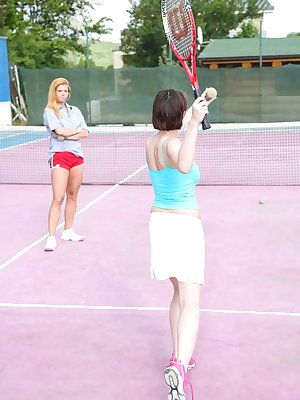 Tennis players Anabelle and Chrissy Fox enjoy some lesbian activity