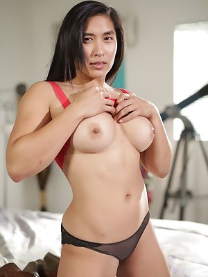 Asian temptress Mia Li with big breasts has nude photo session in bedroom