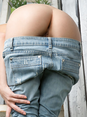 Pretty girl in jeans drops them to bend over and bare her naked hot ass