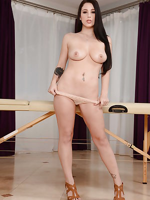 Desirable pornstar Noelle Easton spreads her cunt on a massage table