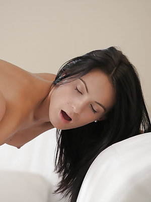 Assy brunette with pretty face is getting a nice sloppy cunnilingus