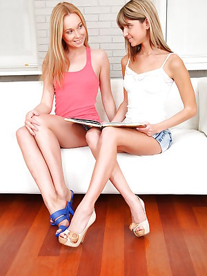 Skinny amateur teen pleases her lesbian girlfriend with her fingers