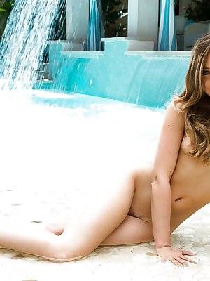 Horny as hell babe Remy LaCroix shows us some gorgeous bums!