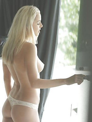 Teen with nice bleached hair shows her pretty sweet naked shape