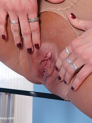 Terry penetrate her nice shaved pussy with this big red dildo