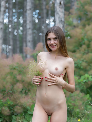Flower girl Georgia spreads wide outdoors to put a bloom on her bald pussy