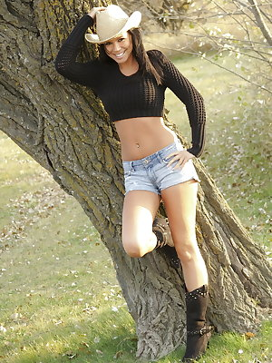 Dark haired first timer Destiny Moody strips to just her straw hat in nature